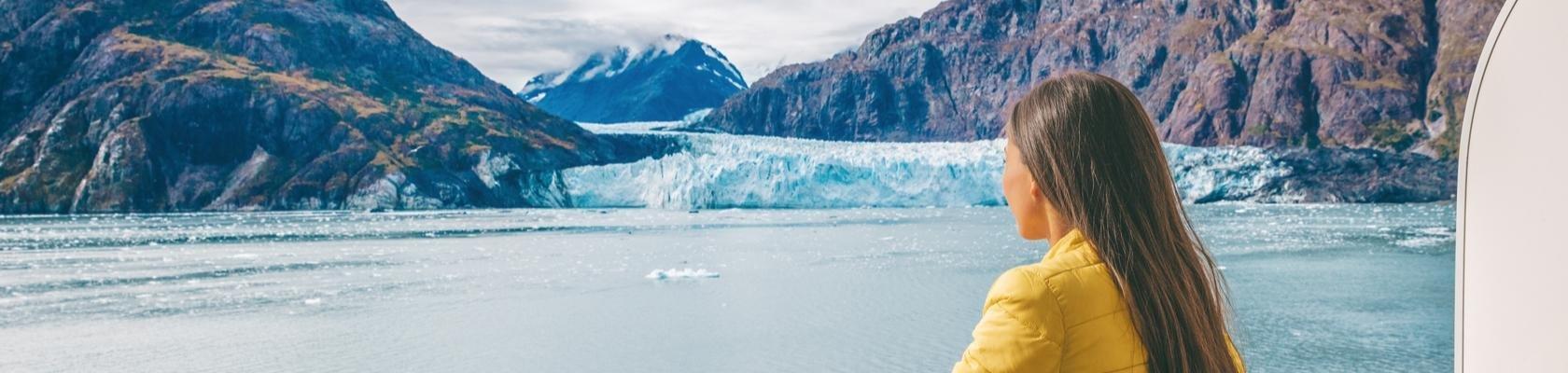 Uitzicht vanaf het schip op gletsjer